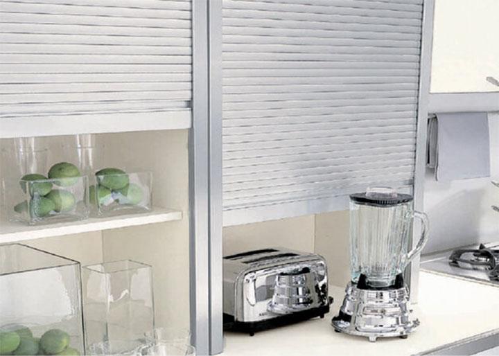 Diseño de una cocina con almacenaje chic