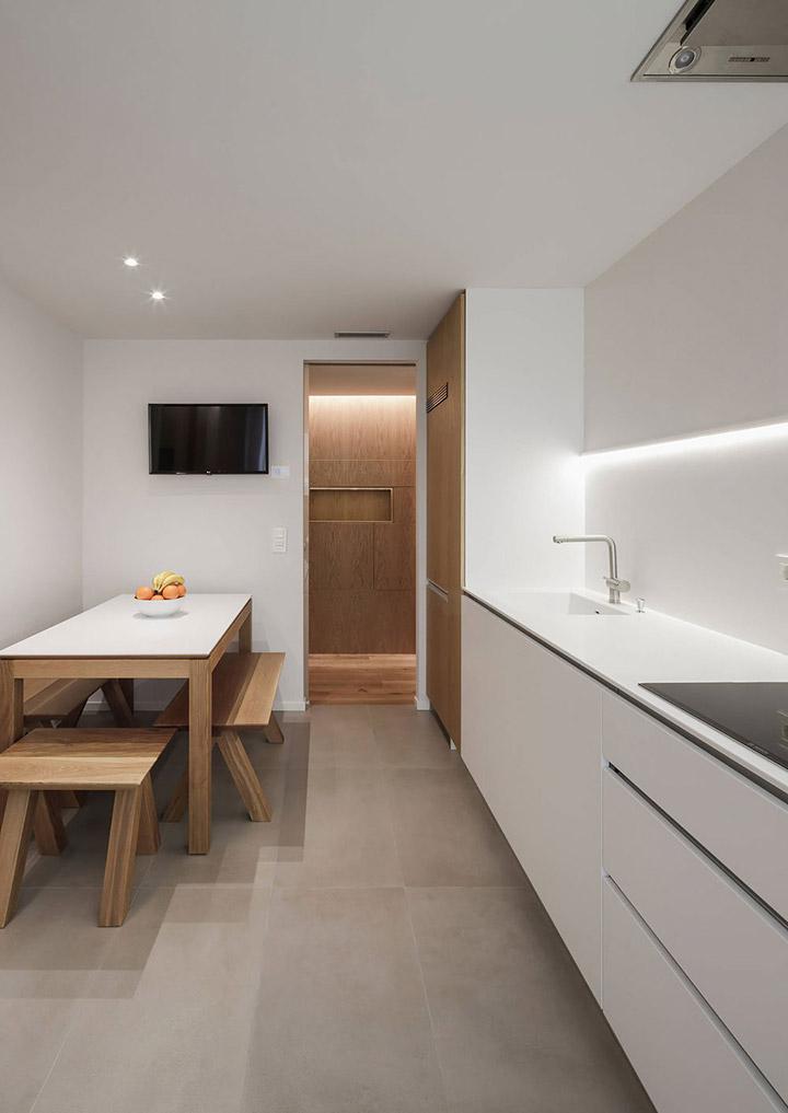 Cocinas blancas alargadas de diseño