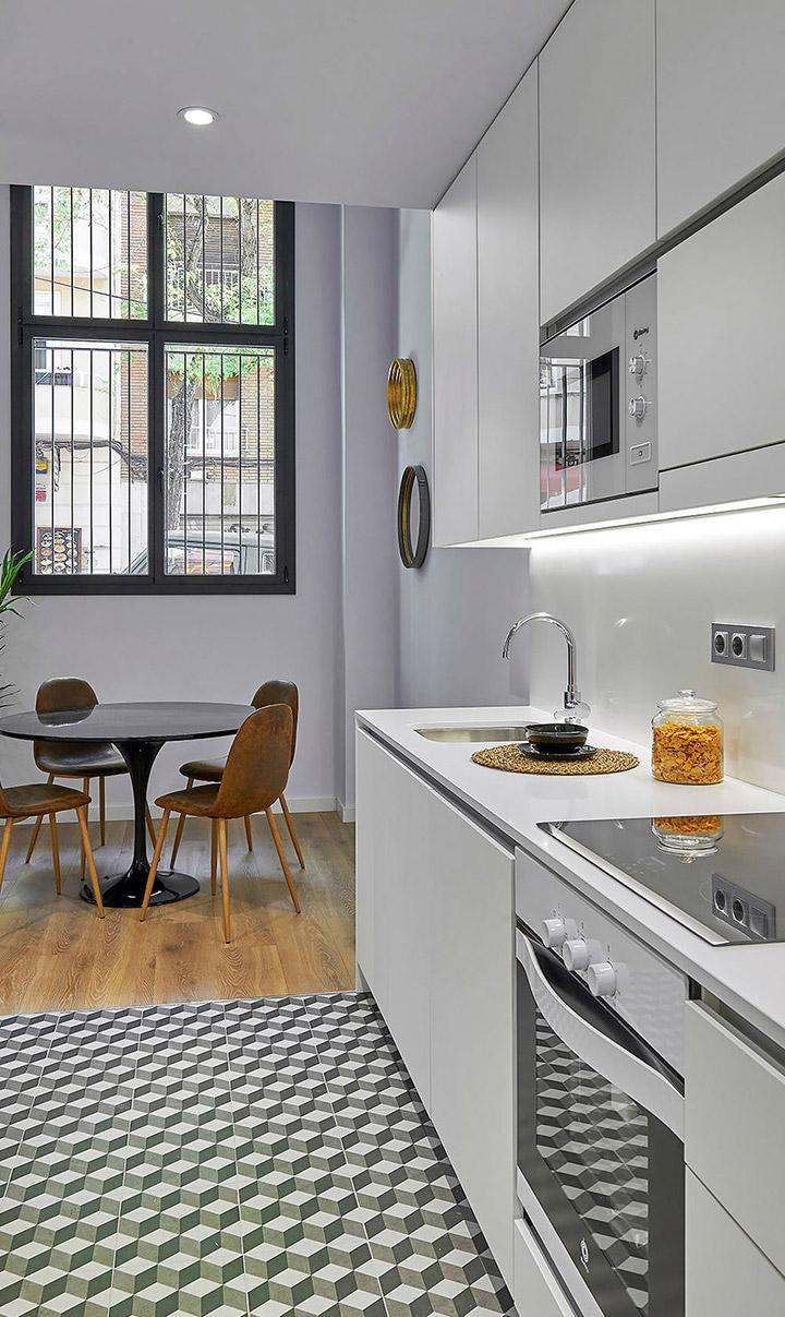Fotos de cocinas blancas alargadas
