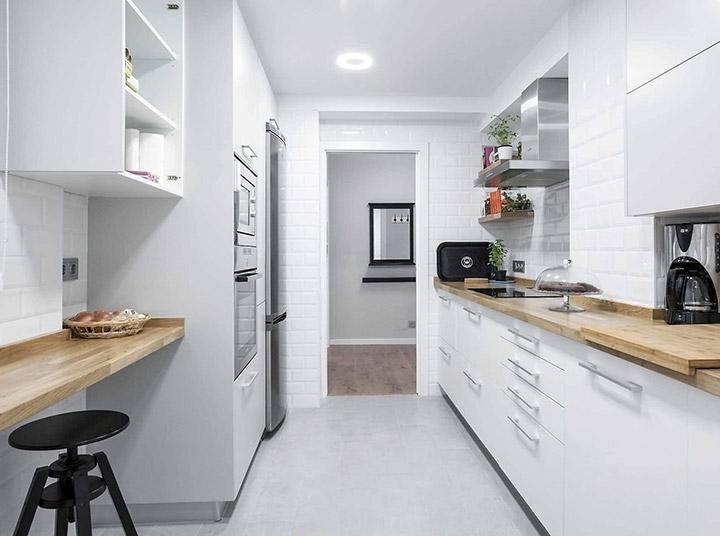 Cocinas blancas alargadas