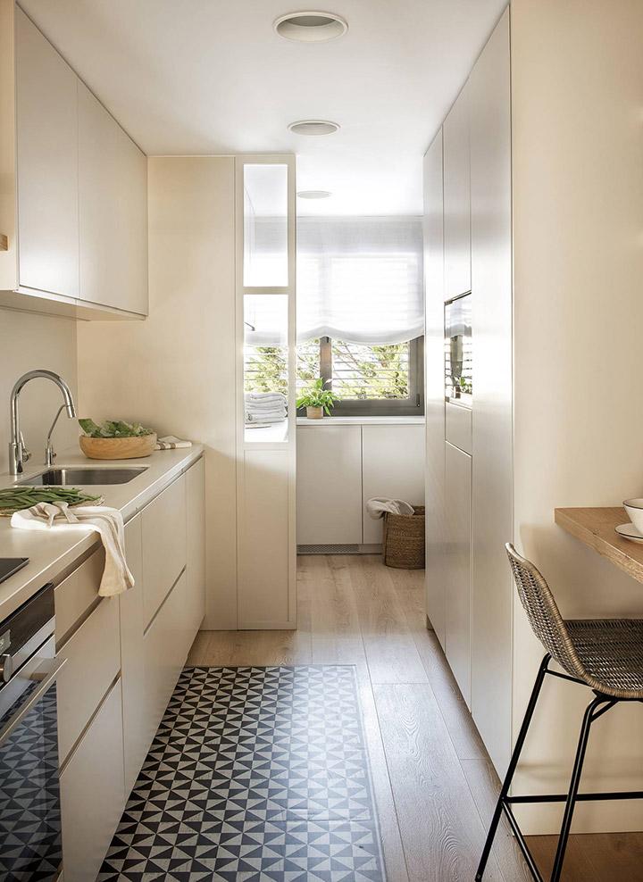 Cocinas modernas alargadas blancas