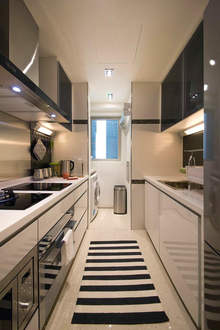 Cocinas modernas alargadas en blanco y negro