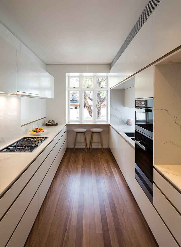 Cocinas modernas alargadas con desayunador