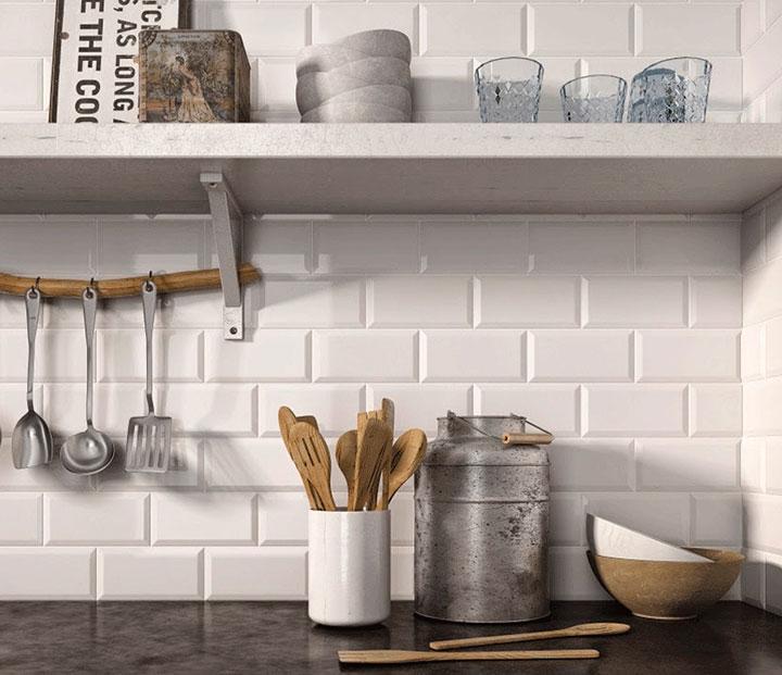 Azulejos tipo metro para la pared de la cocina