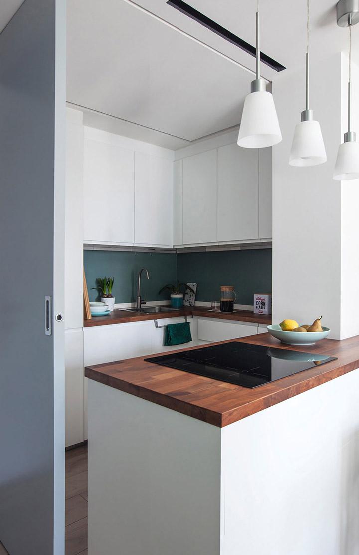 Cocina de diseño pequeña con puerta corrediza